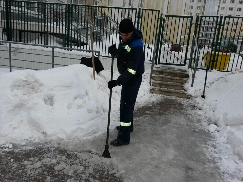 Убираем снег в ЖК Зеленоградский